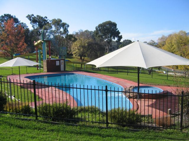 Lake Hume Tourist Park Albury Swimming Pool And Water Slide
