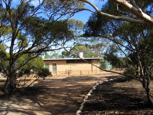 Harbour View Caravan Park - Cowell: Amenities block and laundry