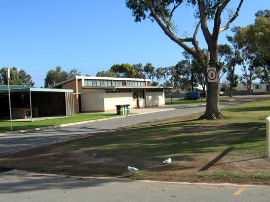 Streaky Bay Foreshore Tourist Park - Streaky Bay: Amenities block and laundry