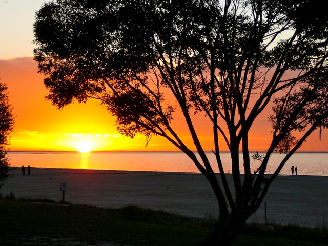 Meningie Australia  city photo : Lake Albert Caravan Park Meningie: Sunset over Lake Meningie Photo ...